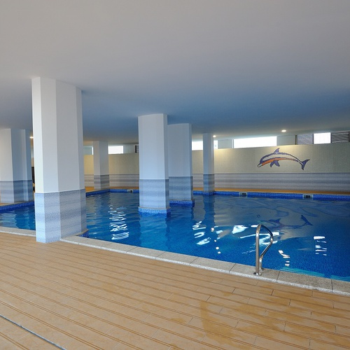 Piscine intérieure Apartamentos Oceano Atlântico